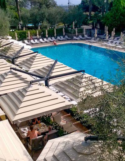 gardenart-grandi-ombrelloni-terrazza-piscina-hotel-ombra-quadrifoglio4